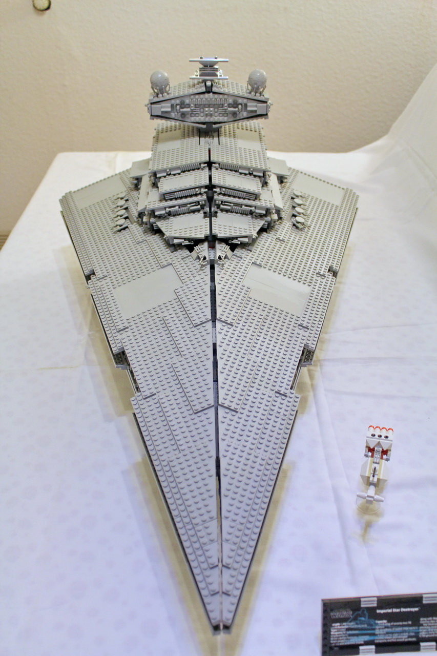 10030 UCS Imperial Star Destroyer-01