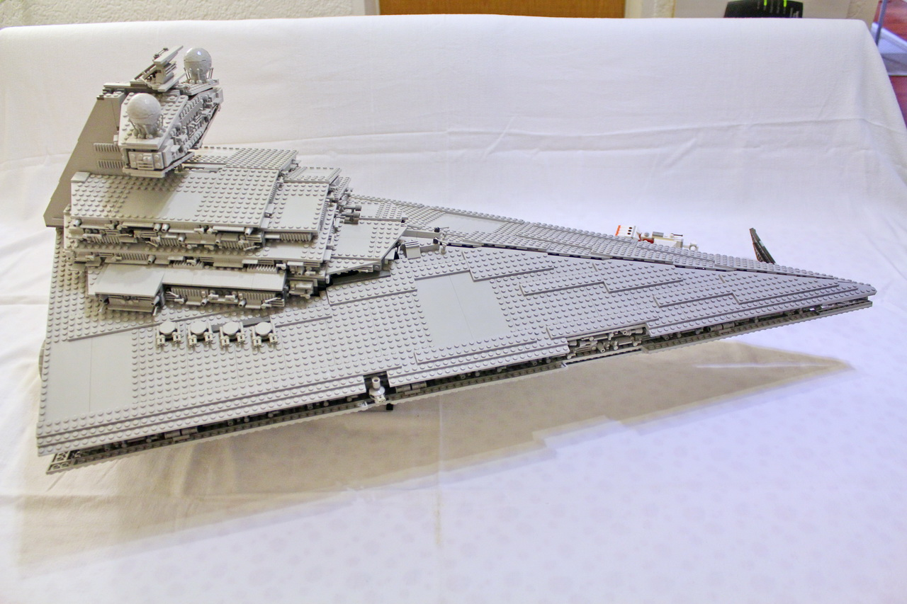 10030 UCS Imperial Star Destroyer-02