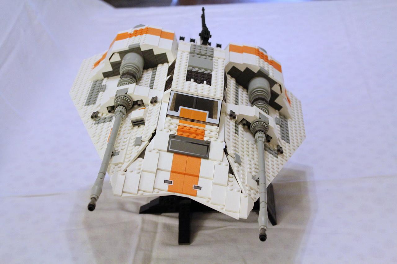 10129 UCS Rebel Snowspeeder-01
