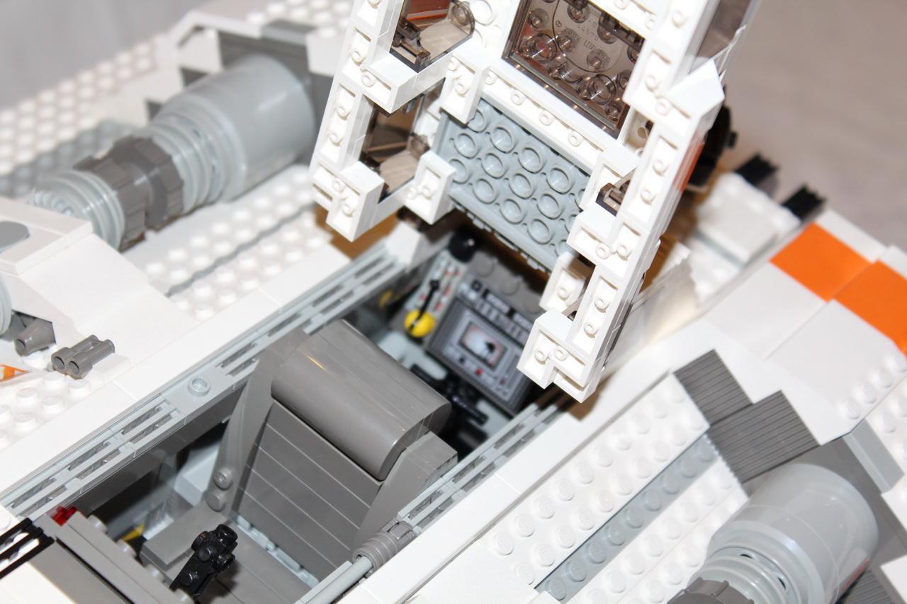 10129 UCS Rebel Snowspeeder-08