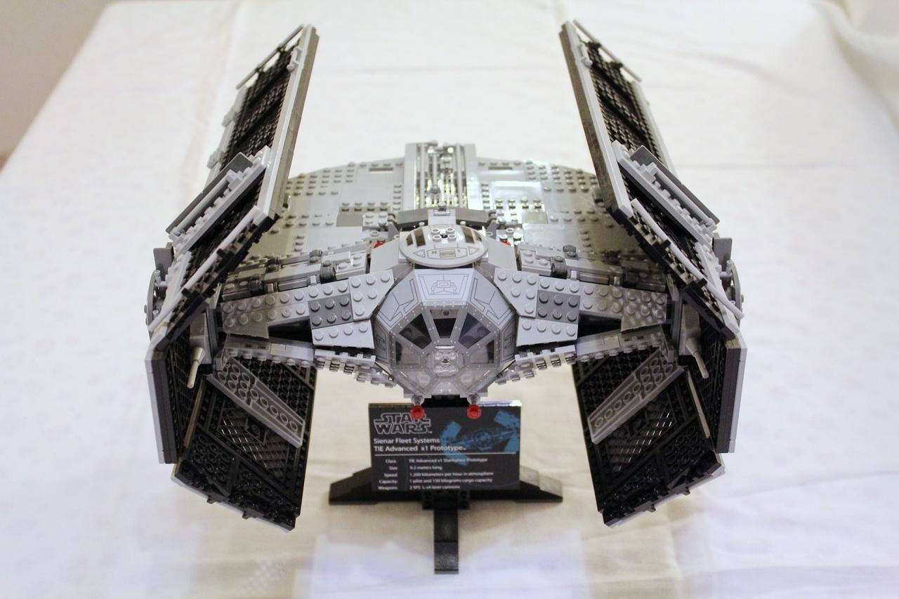 10175 UCS Vaders TIE Advanced-01