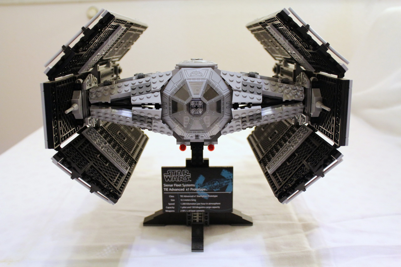 10175 UCS Vaders TIE Advanced-02