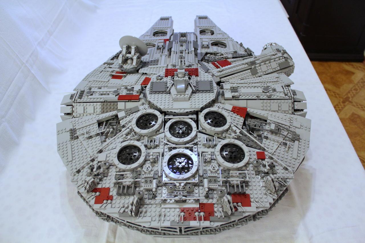 10179 UCS Millenium Falcon-04