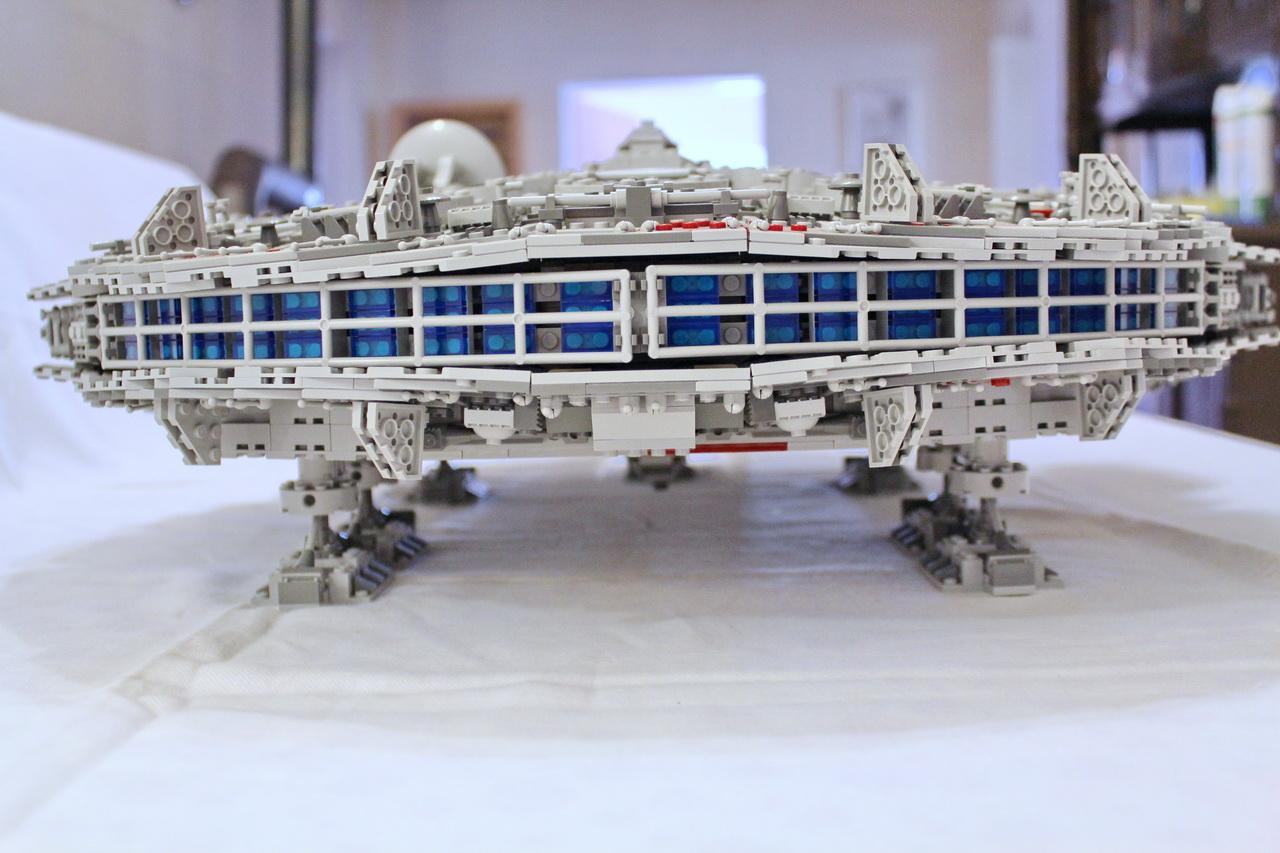 10179 UCS Millenium Falcon-05