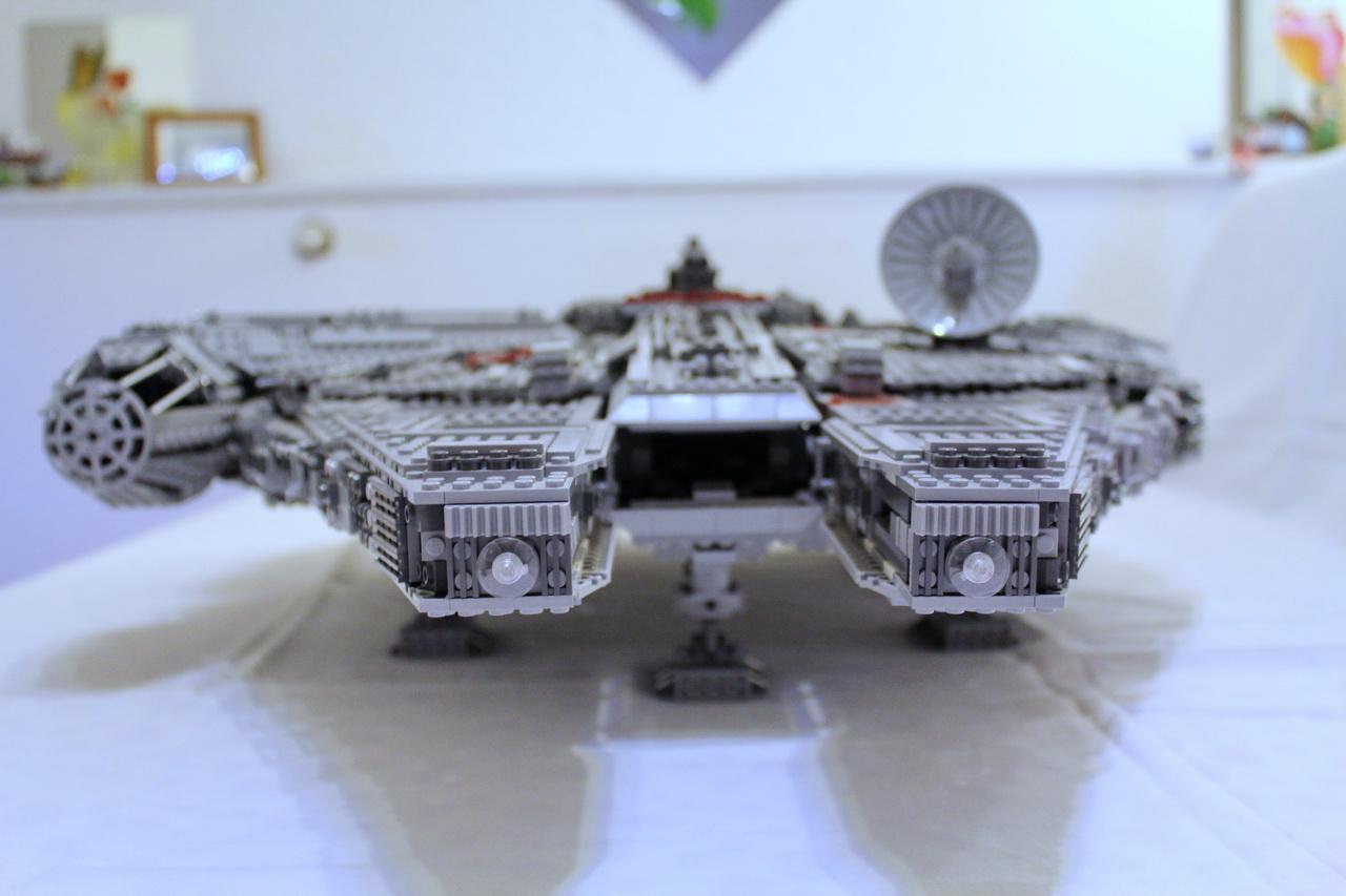 10179 UCS Millenium Falcon-07