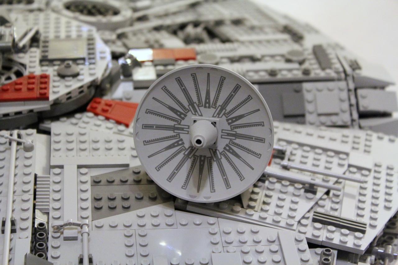 10179 UCS Millenium Falcon-09