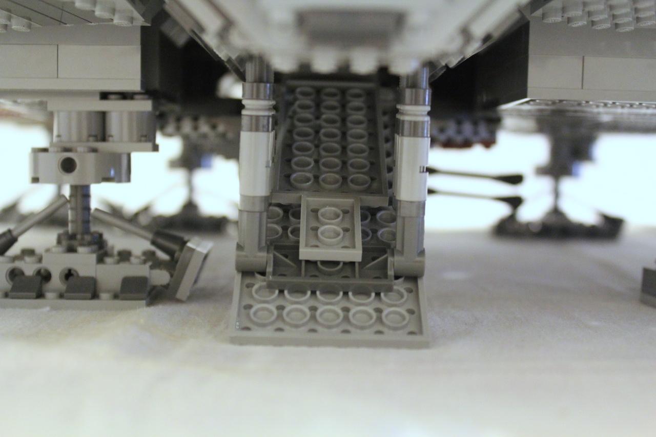 10179 UCS Millenium Falcon-12