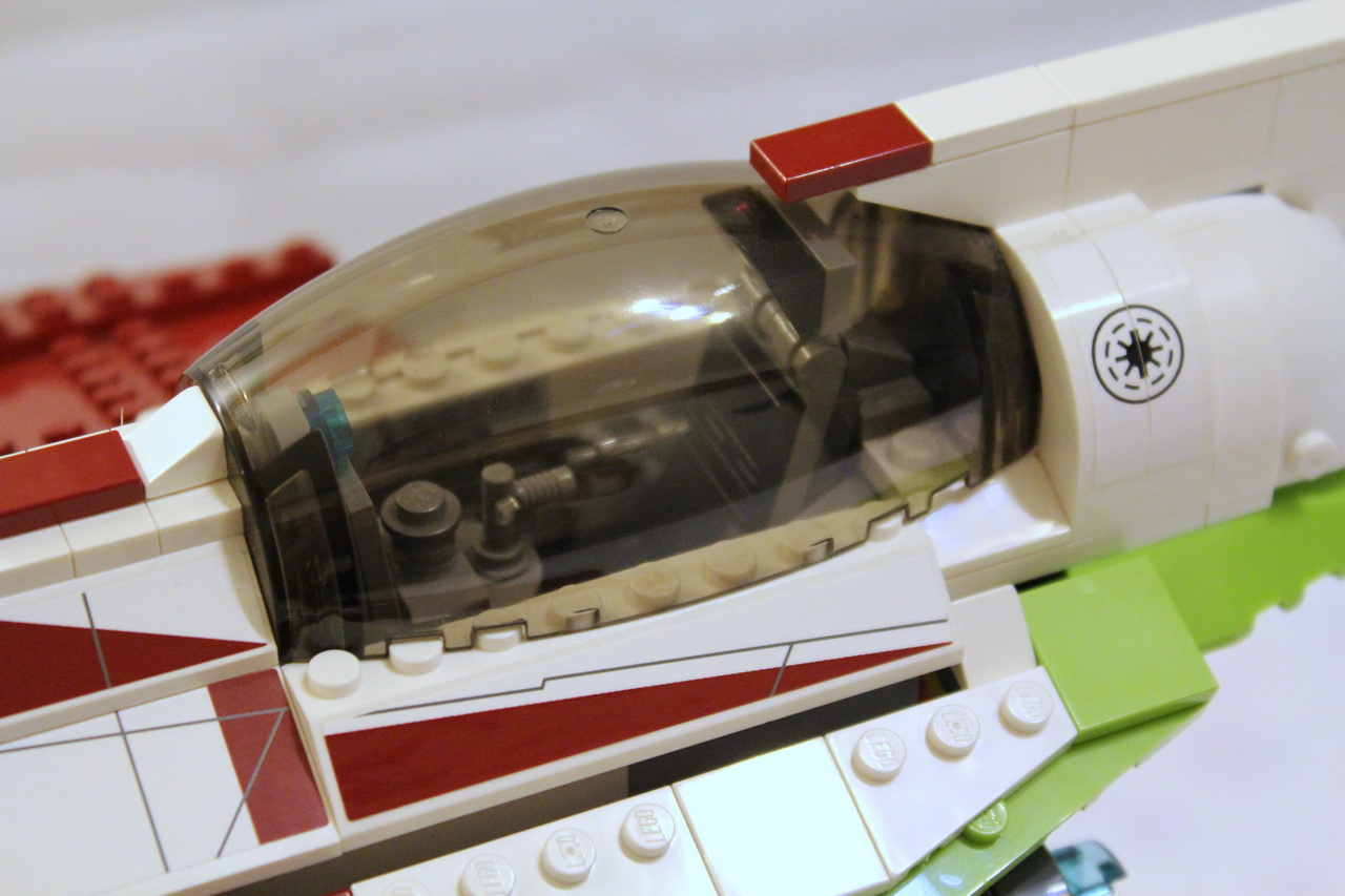 10215 UCS Obi-Wans Jedi Starfighter-07